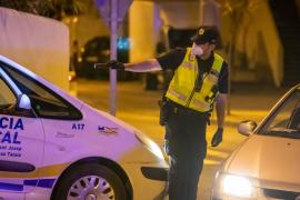 Un conductor bebido choca contra dos coches en Sant Josep