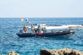 El hombre muerto en el Port de Sant Miquel nadaba de la orilla a su barco en pleno temporal