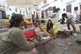 La adjudicación del rodaje 'La vida islados' enfrenta a PSOE y PP