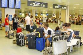 Detenidos ocho guardias civiles del aeropuerto de Eivissa por quedarse con droga y otros objetos