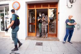 Narcos con pistolas en Ibiza