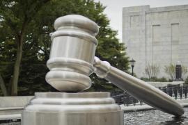 Un abogado de 41 años demanda a sus padres por no apoyarlo económicamente