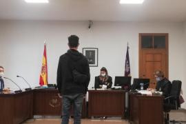 Un año de prisión por abusar de una menor de madrugada en plena calle en el Port de Sóller