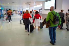 Pasajeros procedentes de Madrid para pasar el puente en Ibiza eluden el estado de alarma