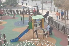 Rompen el precinto de un parque en Vila