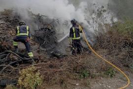 Ibanat y bomberos extinguen un incendio agrícola en Sant Josep de sa Talaia