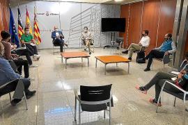 Una imagen de la reunión mantenida ayer en el Consell d'Eivissa