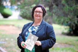 Pilar Arnau publica la primera biografía de Aina Moll, «pionera» en varias facetas