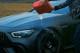 Un famoso bloguero quema su Mercedes de casi 150.000 euros