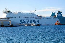 Un barco de Baleària se queda parado más de tres horas a cinco millas de Ibiza