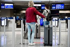 Baleares no descarta exigir PCR negativa a turistas como pretende hacer Canarias