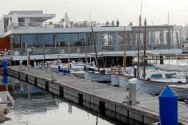 Los hoteleros de la bahía de Sant Antoni rechazan por mayoría la vuelta de los ferries al puerto