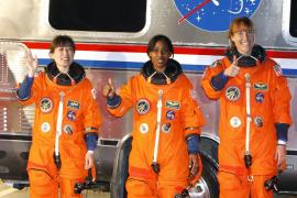 El 'Discovery' despega con tres mujeres a bordo