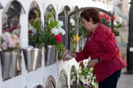 Vila pone en marcha una línea de bus que conectará el centro con el cementerio nuevo