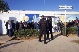 La Guardia Civil intercepta más de 30 inmigrantes, en imágenes.