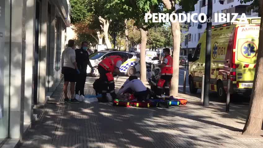 Investigan el acuchillamiento de un joven que en su huida cayó desde un primer piso en Ibiza