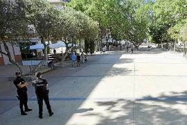 Unos vecinos del centro de Ibiza se topan con un cadáver en su portal