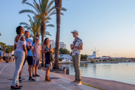 La primera temporada de los Free Tours en Sant Antoni concluye con una alta participación