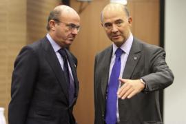 Guindos anuncia en Europa más ajustes para España