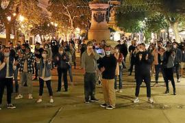 Protesta contra el toque de queda
