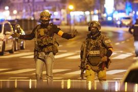 Austria ve «claros indicios» de que el atacante de Viena «simpatizaba» con Estado Islámico