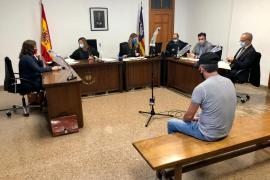 Un hombre acepta dos años de cárcel por agresiones sexuales a una yegua y su potra en Mallorca