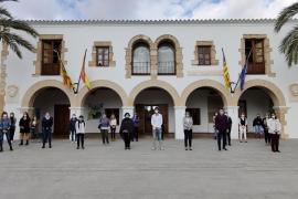 Santa Eulària se suma al minuto de silencio contra el último asesinato en Mallorca