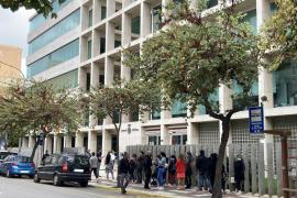 El PSOE pide terminar con las colas de espera en la calle para hacer gestiones en el Consell de Ibiza