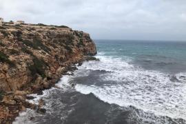 Un navegante escapa a tiempo del naufragio de su velero frente a la costa de Formentera