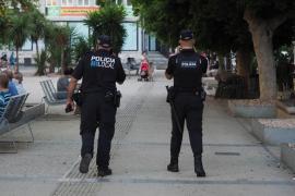 Sobresalto entre vecinos de Ibiza por el incendio de un contenedor