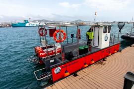 APB presenta un dispositivo de recogida de residuos marinos en las Pitiusas