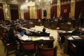 Se retrasa el pleno del Parlament por un positivo
