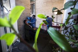 Italia acumula 580 muertos en un día y no descarta el confinamiento