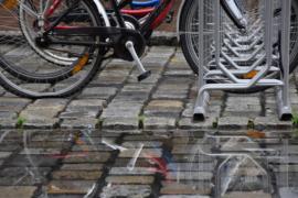 ¿Llueve y vas en bici? Diez consejos para que tu trayecto sea seguro