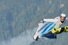 BMW crea un traje eléctrico volador que supera los 300 km/h