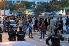 Un centenar de personas se manifiestan en Vila contra las «restricciones y mentiras» del Gobierno