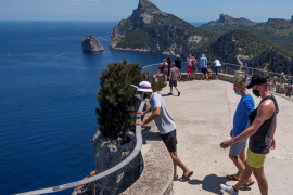 CAEB y PIMEM afirman que el anuncio de la bajada del IVA turístico llega tarde