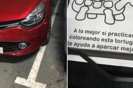Una nota irónica dejada a un conductor para que aprenda a aparcar se hace viral