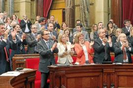 El Parlament de Catalunya aprueba convocar una consulta de autodeterminación