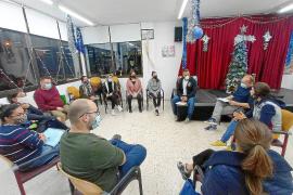 El servicio jurídico de vivienda de Sant Josep se reúne con las familias de Cala de Bou