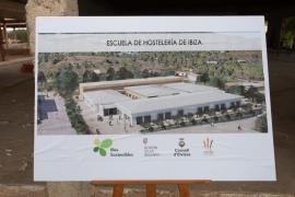 Las mejores imágenes de colocación de la primera piedra de la Escuela de Hostelería de Ibiza. (Fotos: Daniel Espinosa)