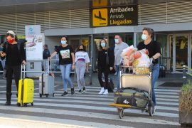 Los viajeros que llegan del extranjero deberán presentar una PCR negativa desde hoy