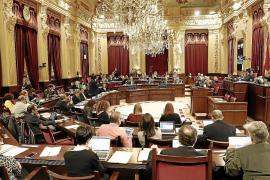 El Parlament sigue la estela del Govern y congela el sueldo a diputados y funcionarios