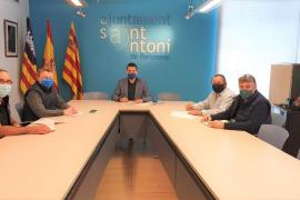Sant Antoni firma los convenios de colaboración con la Cooperativa Agrícola y la Cofradía de Pescadores