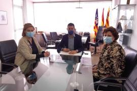 Sant Antoni y el Consell de Ibiza firman el convenio del programa de Servicios Sociales Comunitarios Básicos