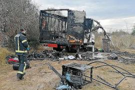 Investigan el incendio de una caravana en Jesús