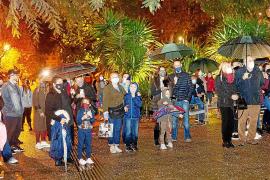 La lluvia se convierte en la protagonista del encendido de luces de Navidad de Vila