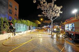 Un virulento incendio en Ibiza obliga a desalojar a medio centenar de personas