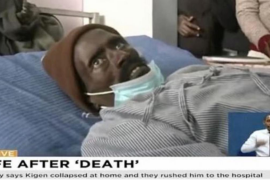 Un hombre 'resucita' justo cuando empezaban a embalsamar su cuerpo