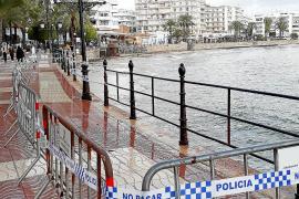 El temporal derriba 10 metros de barandilla del paseo marítimo de Santa Eulària